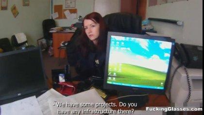 Красотка хотела устроиться на работу, а попала на жаркий секс в офисе #1
