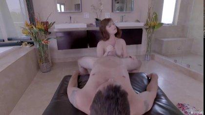 Парень трахает в рот рыжую девушку своим толстым членом засовывая его поглубже #9