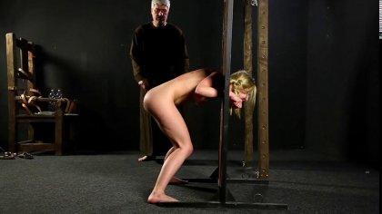 Зрелый мужик устроил жесткое наказание для голой девушки с косичками #10