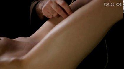Зрелый мужик устроил жесткое наказание для голой девушки с косичками #9