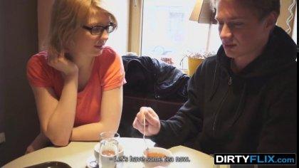 Парень горячим членом трахает раком симпатичную студентку в очках #1