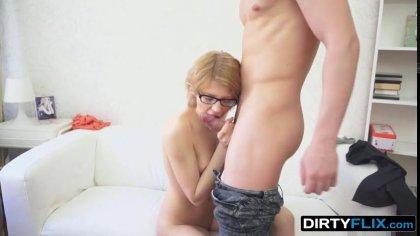 Парень горячим членом трахает раком симпатичную студентку в очках #4