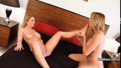 Грудастые лесбиянки лижут киски в интересных позах и кайфуют #7