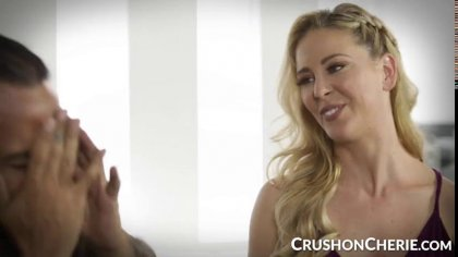 Блондинка соблазнила на лесбийский секс симпатичную мулатку с упругими сиськами #1