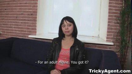 Брюнетка пришла на порно кастинг и классно трахнулась с мужиком во всех позах #2