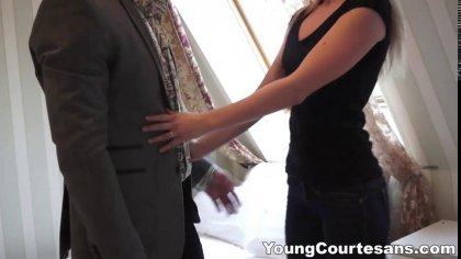 Стройная девушка по вызову обслуживает крепкий член очередного клиента за деньги #2