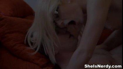 Мужик подцепил студентку в очках и отымел ее в пиздоньку у себя дома #4