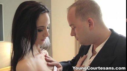 Молодая жена встречает мужа жарким минетом и нежным сексом после работы #4
