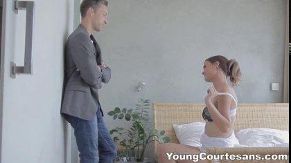 Молодая особа сосет член зрелого любовника и пробует с ним новые позы в сексе #3