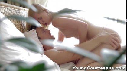 Молодая куртизанка отлично отсасывает член зрелого самца и трахается раком #7