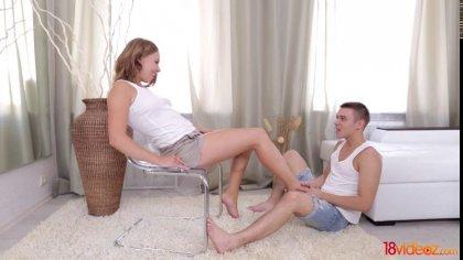 Первый анальный секс молоденькой с ее опытным и похотливым другом #1