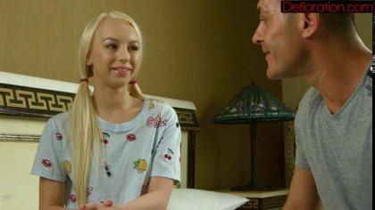 Блондинка отсасывает член нового приятеля, а тот балует ее проникновением #3