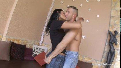 Горячая брюнетка соблазнила на жаркий анальный секс своего соседа #2