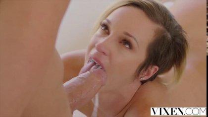 Ненасытная баба с пышным задом наслаждается сексом с молодым #5