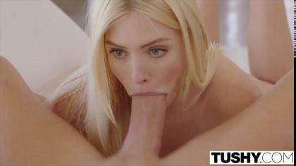 Блондинка сосет большой член парня перед жарким анальным проникновением #4