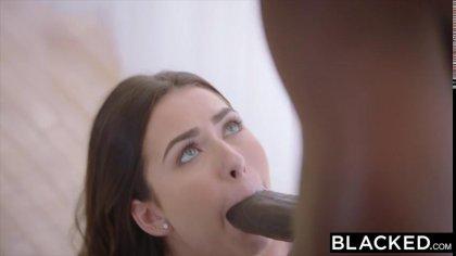 Большой черный член быстро доводит сексуальную девушку до бурного оргазма #4
